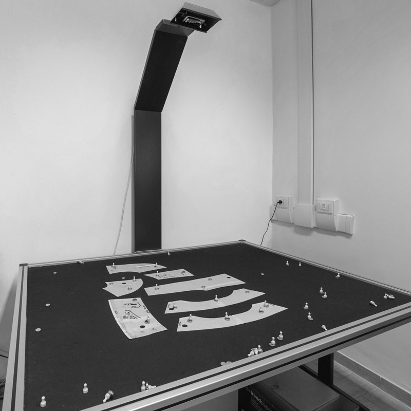 Piazzamento su tessuto del cartamodello - Studio Moda Dogali Street